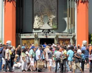 the crowd at Grauman's Chinese Theater - looking at stars' handprints
